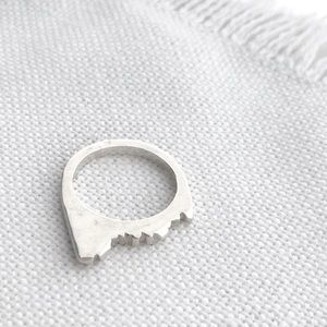 Vintage NATIVE Sterling Silver Mesa Mountain Ring